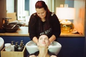 umývanie vlasov - salón XoXo